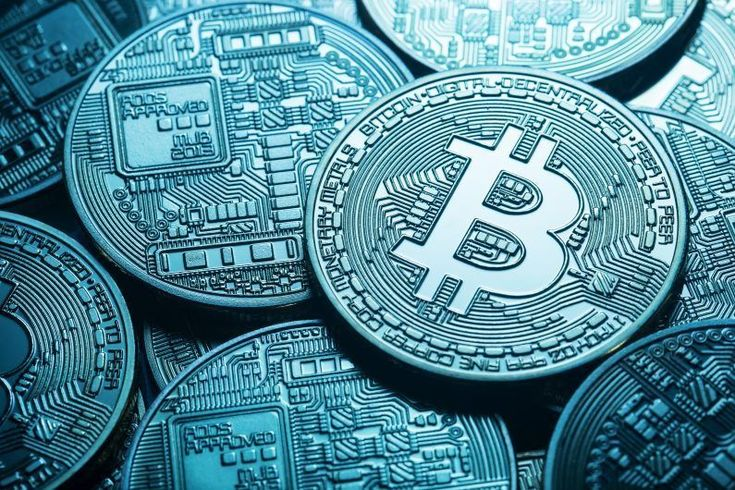Bitcoin: from rapid growth to panic selling in just one year
