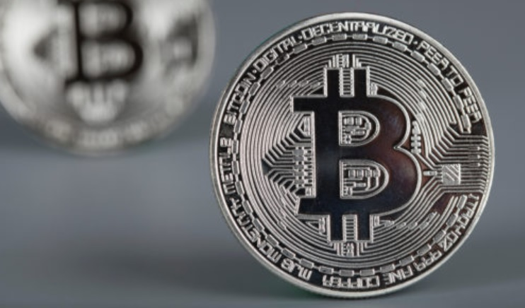 Analyst: Despite Bitcoin's Current Stability, a 30% Pullback Could be Imminent