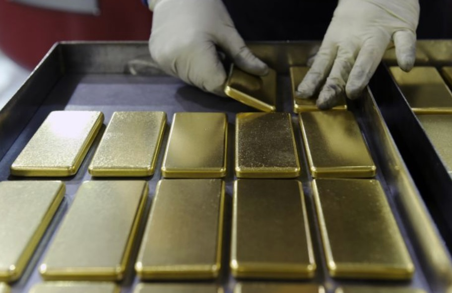 Gold prices could reach $2,000 by the end of the year, strategist says