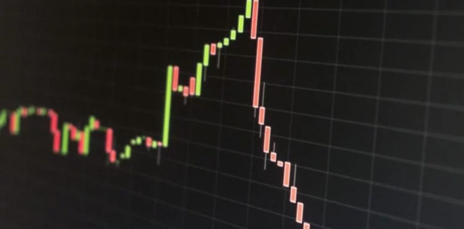 Bitcoin Price Could Crash Below $3,000 in Brutal Worst-Case Scenario, Warns Trader
