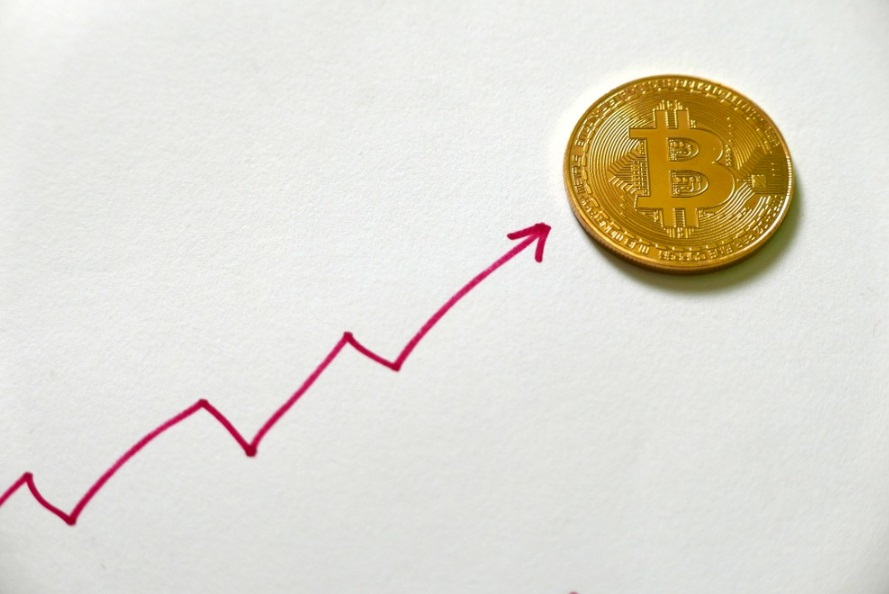 Experts Weigh In on This Week's 10% Bitcoin Price Spike