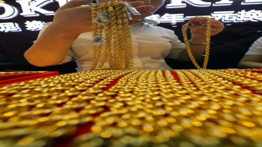 'Gold is the way to go' as interest rates fall, says Mark Mobius