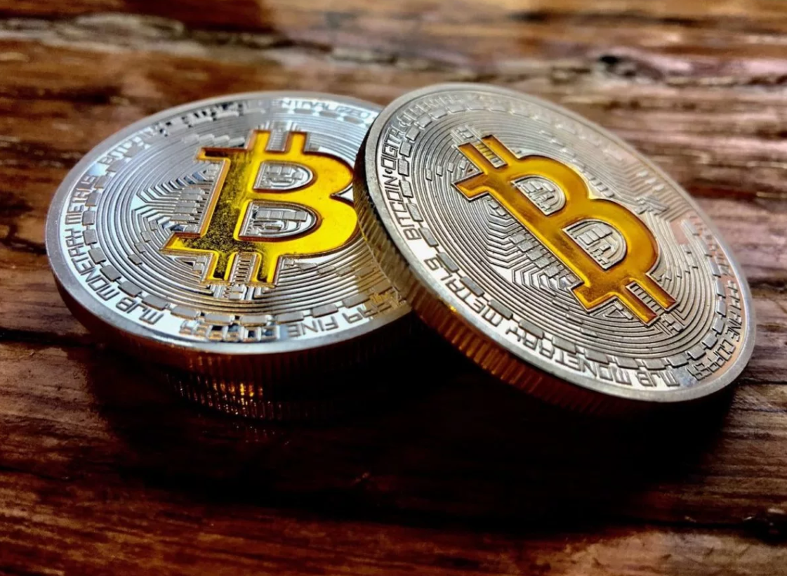 Bit-comment: Bitcoin remains on top