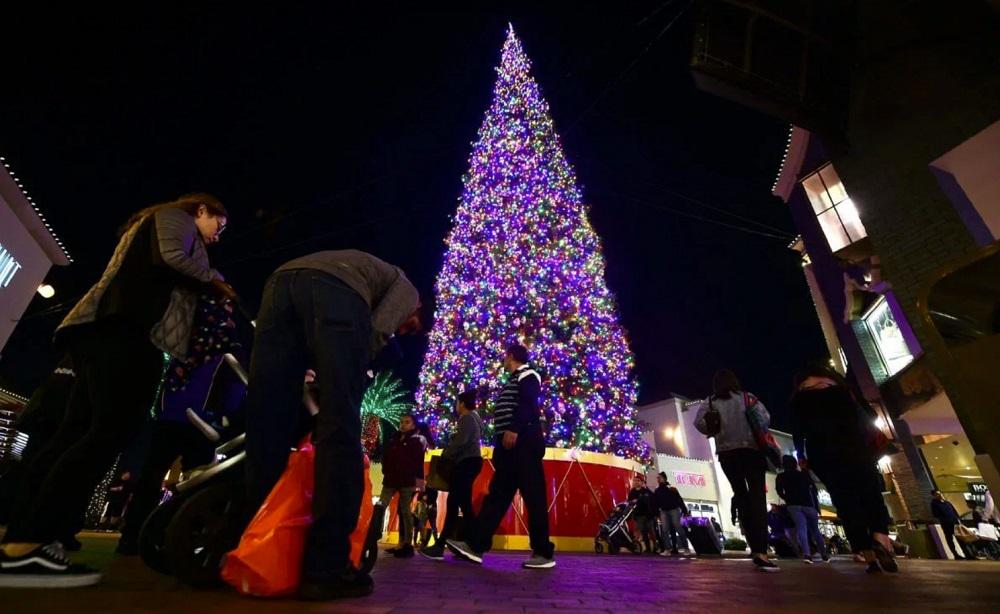 Declining Consumer Confidence Casts a Dark Shadow Over U.S. Economy Ahead of Holidays