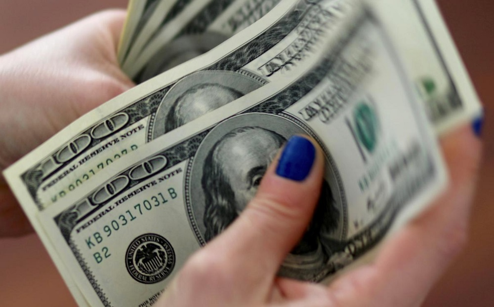 Dollar wavers as traders tire of 'headline ping-pong'