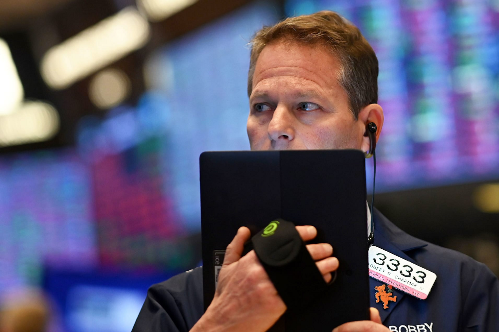 Dow tumbles 500 points as worst week since the financial crisis continues