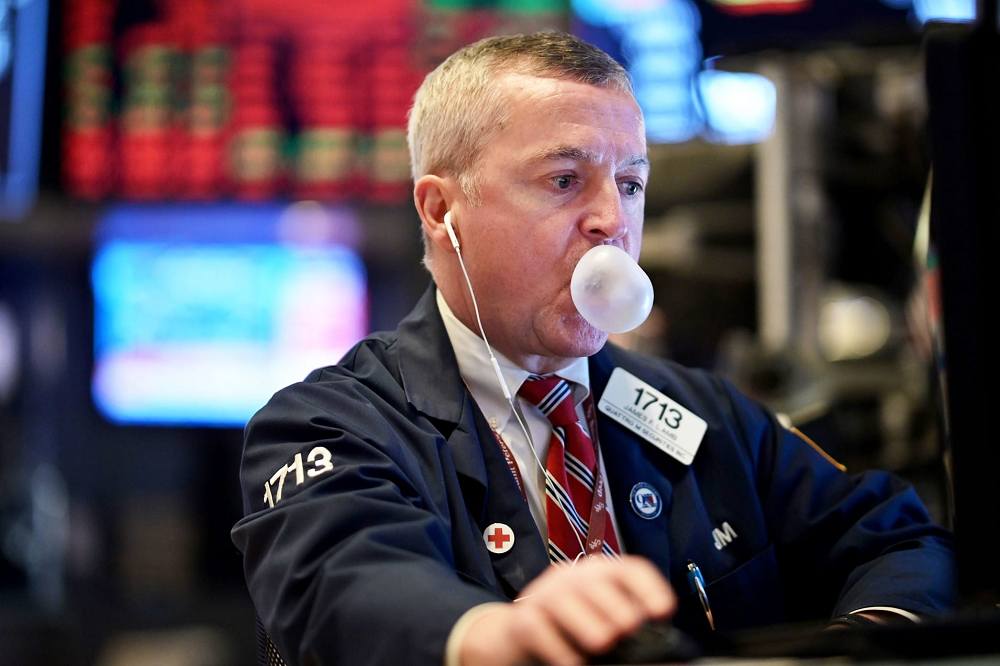 Dow futures point to an opening loss of more than 600 points after Tuesday's surge