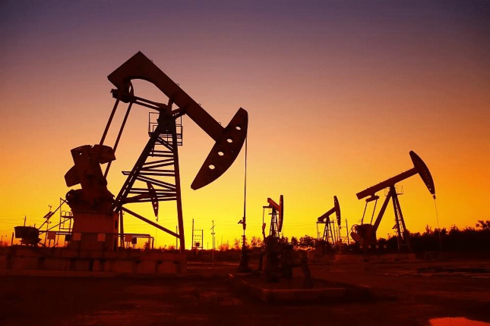 Oil falls below $43 on virus fears