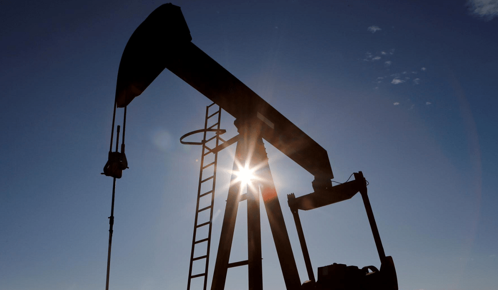 Oil falls 2% as rise in U.S. crude stocks fans oversupply fears