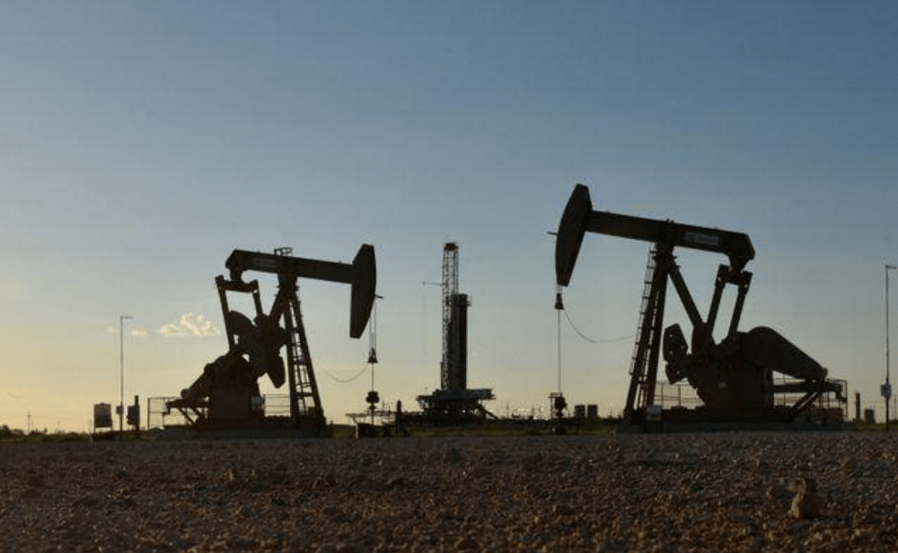 Oil rises as U.S. oil stockpiles drop, new Chinese COVID-19 cases decline