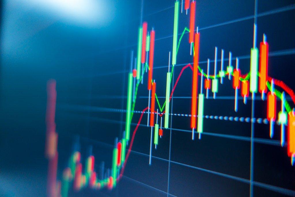 Stocks Hit Records Ahead of Earnings; Oil Falls